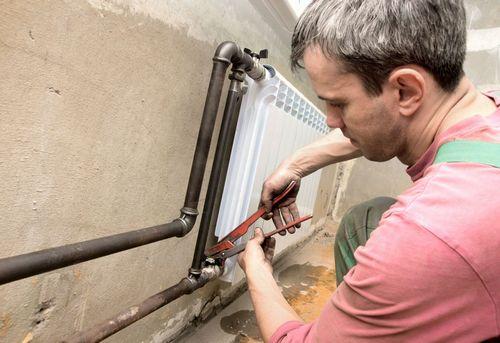 Монтаж радиатора отопления в квартире в Королёве