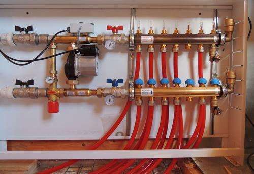 Сборка и установка сантехнической гребенки для теплого пола в Королёве