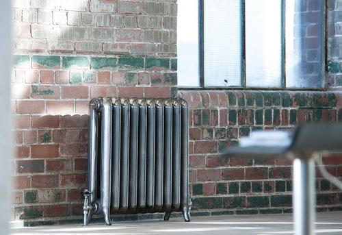 Установка чугунного радиатора отопления в Королёве