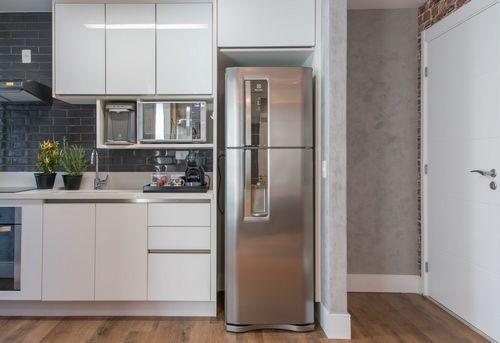 Установка холодильника в нишу в Королёве