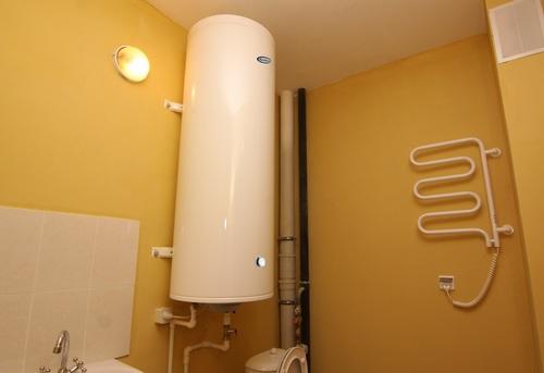 Установка настенного водонагревателя вертикально в Королёве