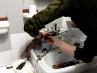 Замена смесителя на раковине