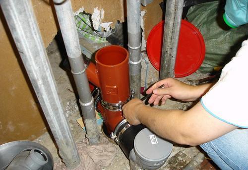 Замена стояка канализации на кухне в Королёве